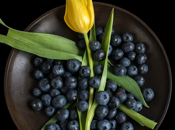 0blueberries-and-tulips